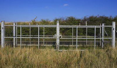 boundary-fencing-fences-in-kelowna-vernon-commercial-1